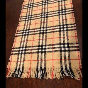 Vintage Burberry Nova check scarf.